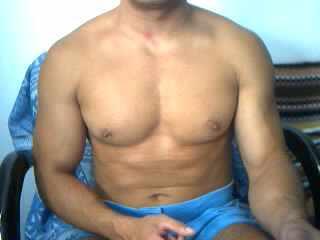 Sexy Muscular-Bi-Guy